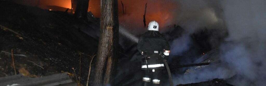 На Аркадийской аллее в Одессе почти два десятка спасателей тушили п...0