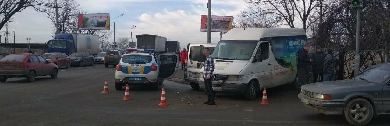 Подрезал встречку на повороте: в Одессе пострадал пассажир в ДТП, - ФОТО