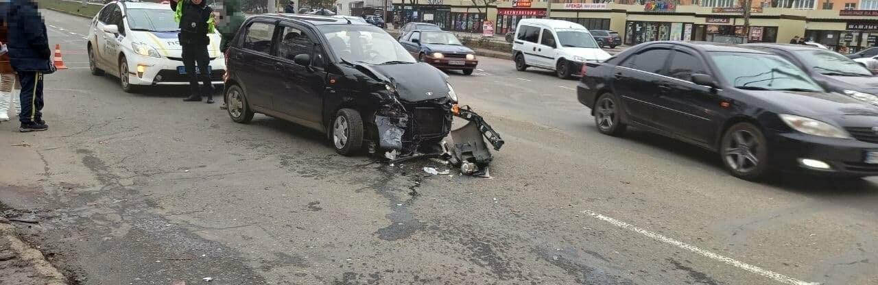 ДТП на Таирова в Одессе: после столкновения один из автомобилей выл...0
