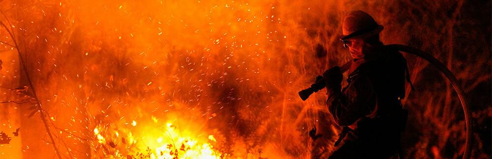 Ночью в Одессе тушили ангар и грузовик0