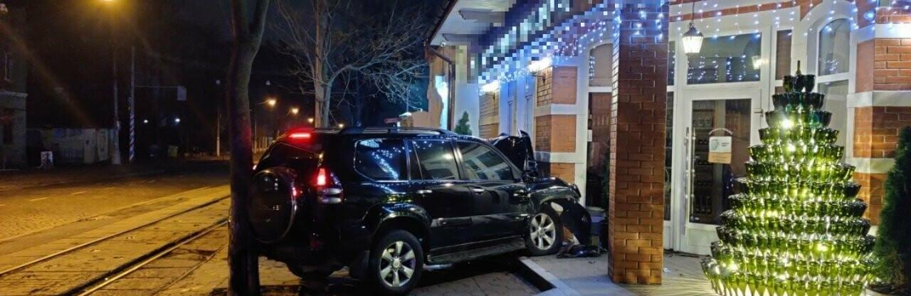 В Одессе автомобиль влетел в магазин, - ФОТО0
