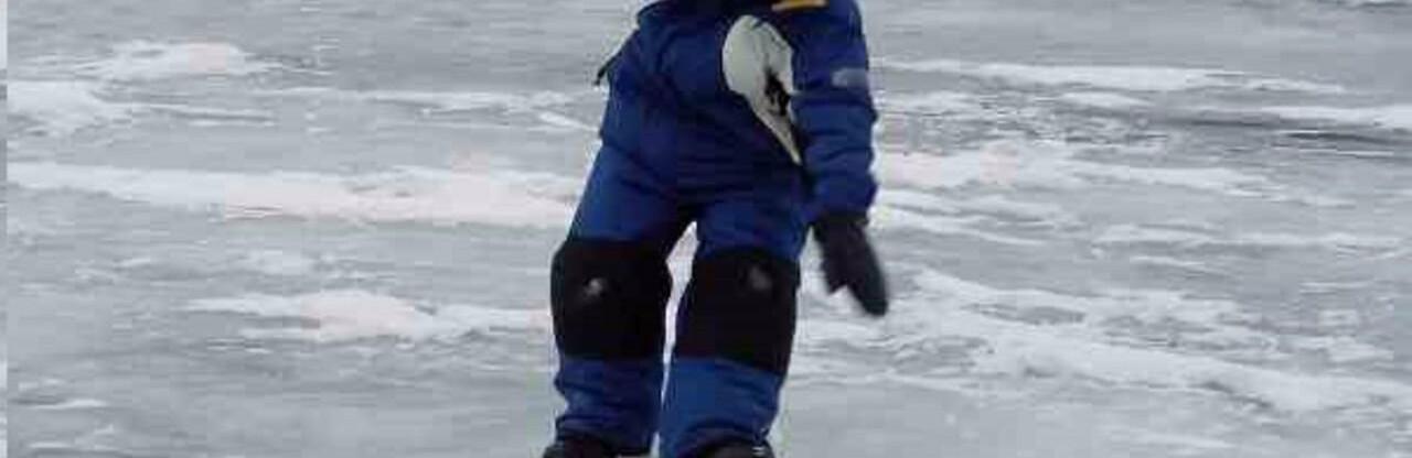 В одесском парке Победы двое детей провалились под лед, - ВИДЕО0