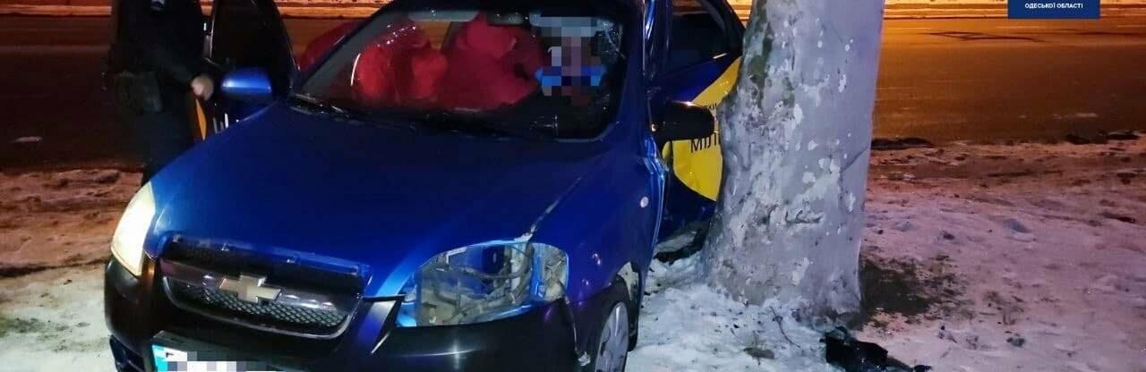 В ночном ДТП на проспекте Шевченко в Одессе пострадали два человека...0