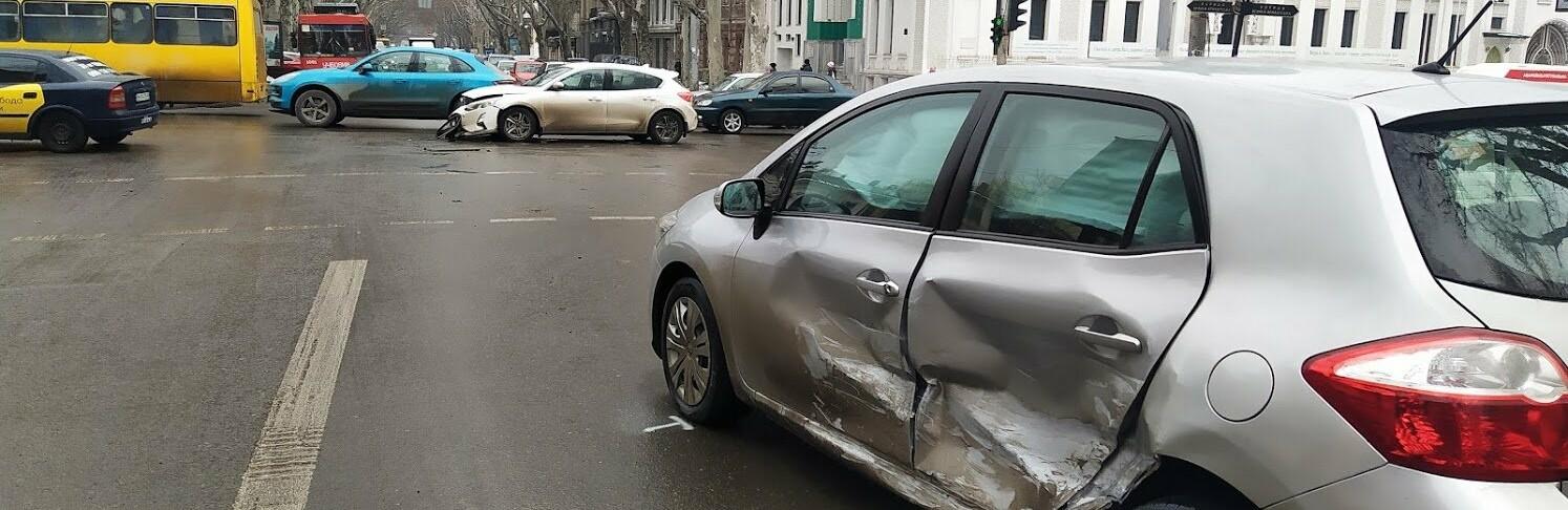 ДТП в центре Одессы: на Ришельевской столкнулись два автомобиля, -...0
