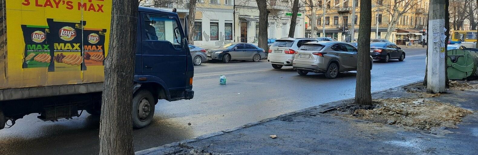 В Одессе грузовиком столкнулся с Lexus: осложнено движение, - ФОТО0