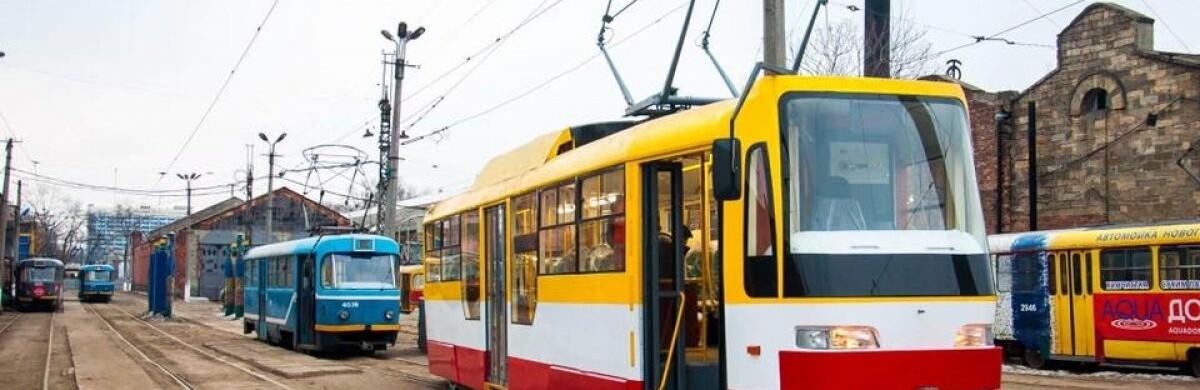 В Одессе курсирует трамвай с душем в салоне, - ВИДЕО 0