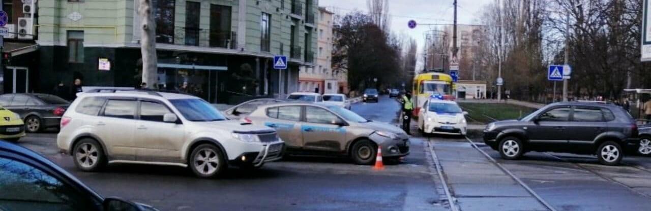 В Одессе по вине пьяного водителя столкнулись Renault и ВАЗ, - ФОТО0