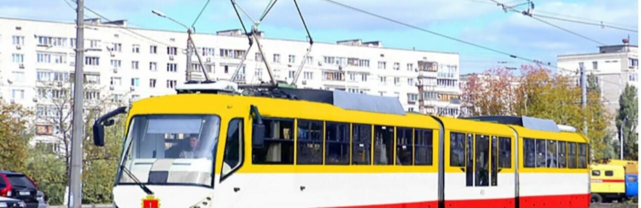 Чудом выжил: В Одессе мужчина упал на трамвайные рельсы0
