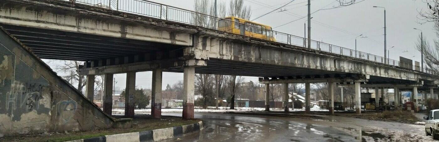 Ни один грузовик не проедет: в Одессе на Ивановском мосту водитель...0