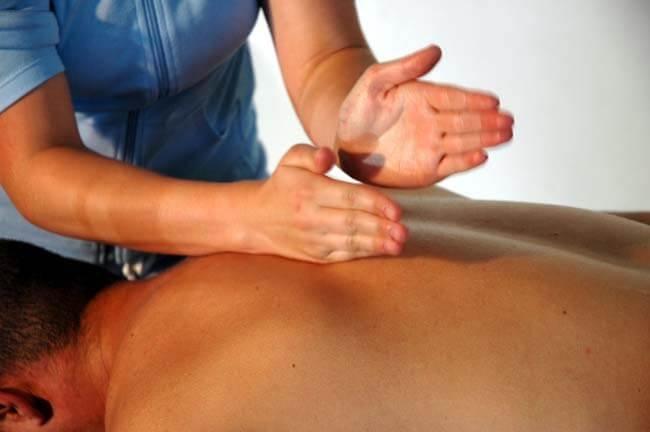 массирование мышц на спине