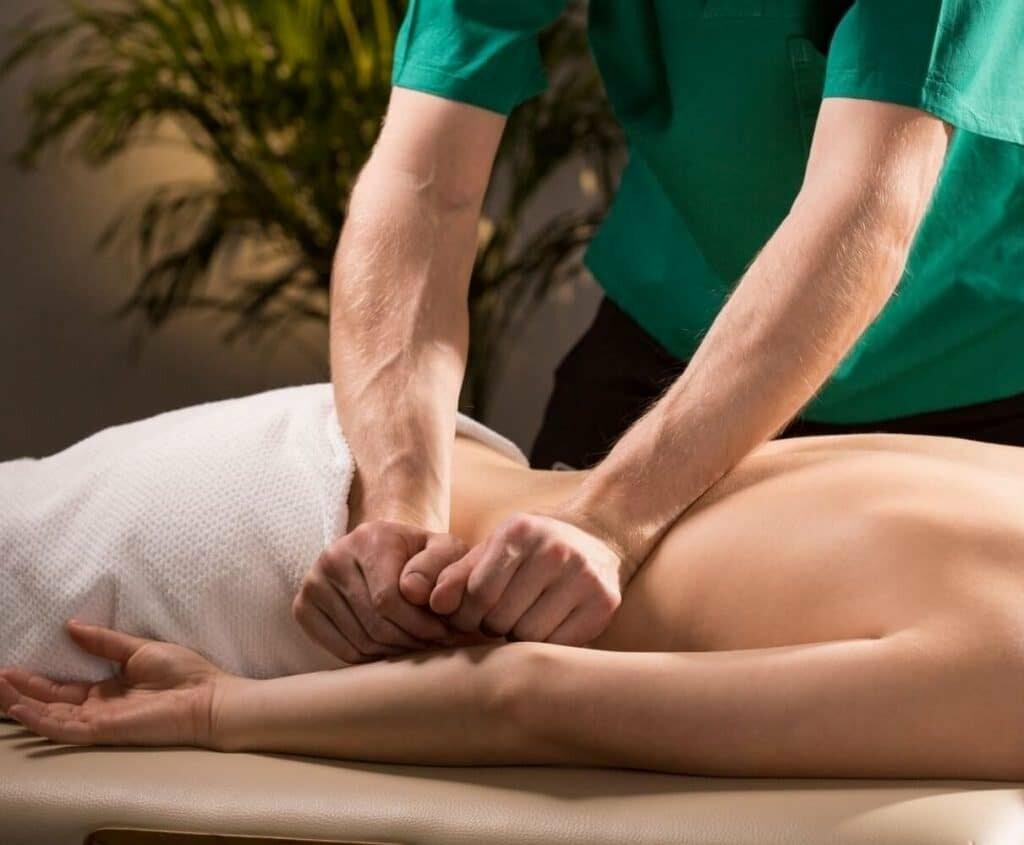 техника массажа спины выжимания